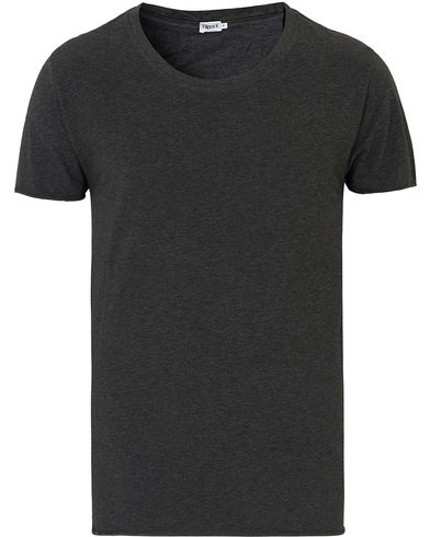 Filippa K Melange Roll Edge Tee Dark Grey i gruppen T-Shirts / Kortärmade t-shirts hos Care of Carl (13533911r)