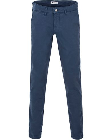 NN07 Marco 1200 Stretch Chinos True Blue i gruppen Byxor / Chinos hos Care of Carl (13557911r)