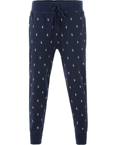 Polo Ralph Lauren Slim Fit Pony Print Pants Navy i gruppen Design B / Kläder / Underkläder / Pyjamas / Pyjamasbyxor hos Care of Carl (13594111r)