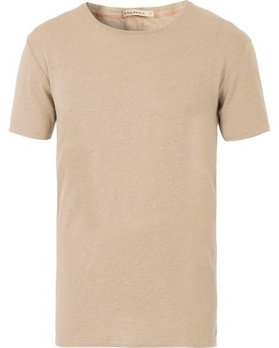 Nudie Jeans Olle Linen Crew Neck Tee Sand i gruppen T-Shirts / Kortärmade t-shirts hos Care of Carl (13602011r)