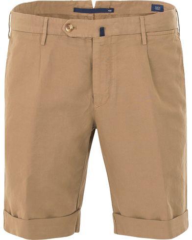 Incotex Chinolino Shorts Dark Khaki i gruppen Shorts / Chinosshorts hos Care of Carl (13606511r)