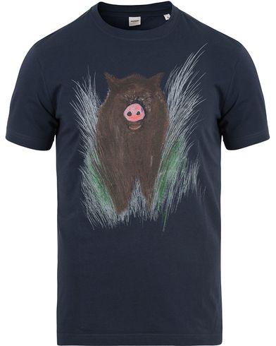 Aspesi Printed Pork Crew Neck Tee Navy i gruppen Kläder / T-Shirts / Kortärmade t-shirts hos Care of Carl (13611011r)