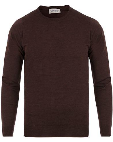 John Smedley Lundy Extra Fine Merino Crew Neck Chestnut i gruppen Tröjor / Pullovers / Rundhalsade pullovers hos Care of Carl (13612711r)