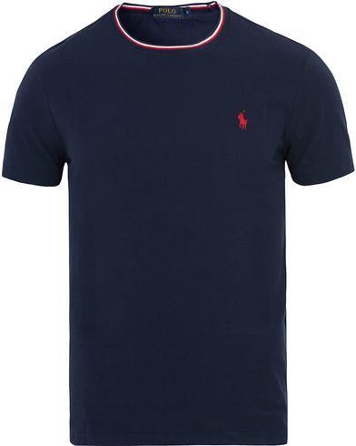 Polo Ralph Lauren Pique Crew Neck Twin Tip Tee Navy i gruppen T-Shirts / Kortärmade t-shirts hos Care of Carl (13623011r)