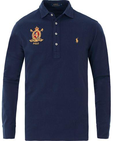 Polo Ralph Lauren Long Sleeve Featherweight Crest Polo Newport Navy i gruppen Kläder / Pikéer / Långärmade pikéer hos Care of Carl (13626211r)