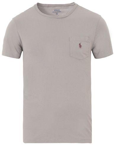 Polo Ralph Lauren Crew Neck Pocket Tee Soft Grey i gruppen T-Shirts / Kortärmade t-shirts hos Care of Carl (13632311r)