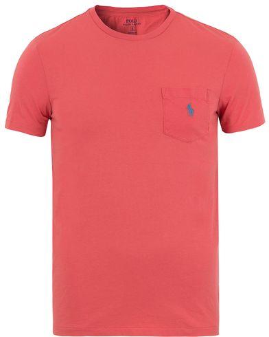 Polo Ralph Lauren Crew Neck Pocket Tee Winslow Red i gruppen Kläder / T-Shirts / Kortärmade t-shirts hos Care of Carl (13632711r)