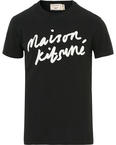 Maison Kitsuné Tee Handwriting Black i gruppen Klær / T-Shirts / Kortermede t-shirts hos Care of Carl (14047311r)