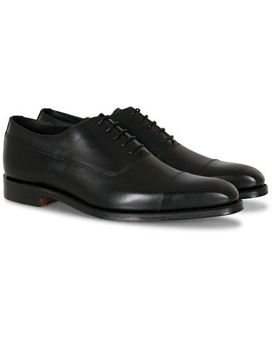 Loake 1880 Legacy Laxford Balmorla Toe Cap Oxford Black Calf i gruppen Skor / Oxfords hos Care of Carl (14051011r)