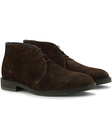 GANT Walter Chucka Boot Dark Brown Suede i gruppen Skor / Kängor / Chukka boots hos Care of Carl (14244311r)