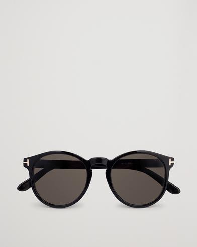 Tom Ford Ian FT0591 Sunglasses Shiny Black  i gruppen Assesoarer / Solbriller / Runde solbriller hos Care of Carl (14363710)