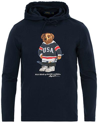 Polo Ralph Lauren Printed Bear Hoodie Cruise Navy i gruppen Klær / Gensere / Hettegensere hos Care of Carl (14592411r)