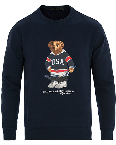 Polo Ralph Lauren Printed Bear Crew Neck Sweatshirt Cruise Navy i gruppen Klær / Gensere / Sweatshirts hos Care of Carl (14592811r)