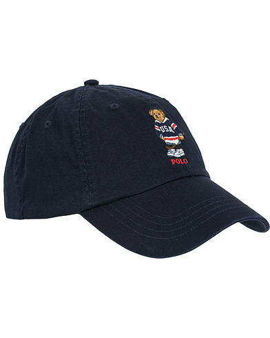Polo Ralph Lauren Printed Bear Cap Cruise Navy  i gruppen Assesoarer / Caps / Baseballcapser hos Care of Carl (14593210)
