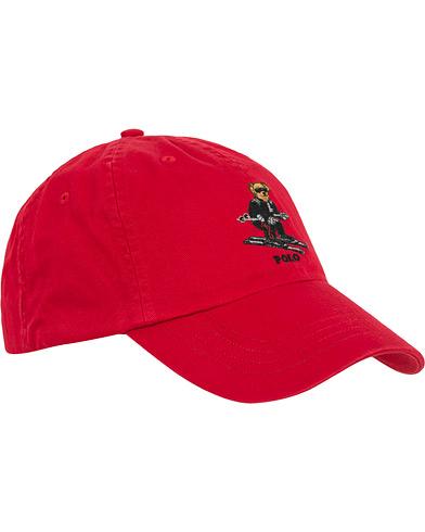 Polo Ralph Lauren Printed Bear Cap Red  i gruppen Assesoarer / Caps / Baseballcapser hos Care of Carl (14593310)