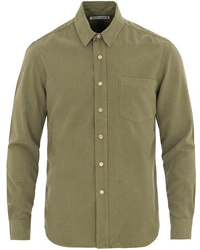 Our Legacy Classic Shirt Silk Light Olive i gruppen Kläder / Skjortor / Casual / Casual skjortor hos Care of Carl (14612811r)