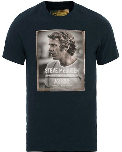 Barbour International Steve McQueen Profile Tee Navy i gruppen Klær / T-Shirts / Kortermede t-shirts hos Care of Carl (14691311r)
