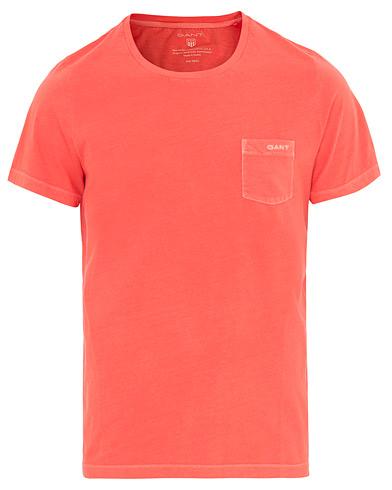GANT Sunbleached Pocket Tee Strong Coral i gruppen Klær / T-Shirts / Kortermede t-shirts hos Care of Carl (14706711r)
