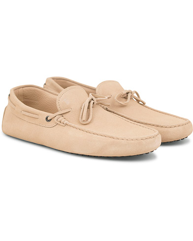 Tod's Laccetto Gommino Carshoe Sand Suede i gruppen Sko / Mokkasiner hos Care of Carl (14765211r)