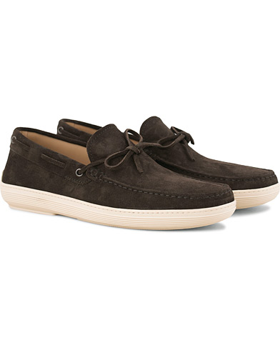 Tod's Laccetto Fondo Gomma Shoe Dark Brown Suede i gruppen Sko / Seilersko hos Care of Carl (14766611r)
