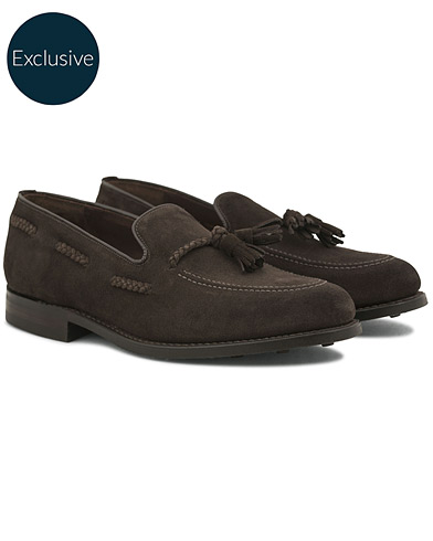 Loake 1880 MTO Temple Dainite Loafer Dark Brown Suede i gruppen Sko / Loafers hos Care of Carl (14770811r)