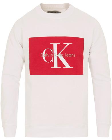 Calvin Klein Jeans Hotoro Sweatshirt Bright White i gruppen Kläder / Tröjor / Sweatshirts hos Care of Carl (14782611r)