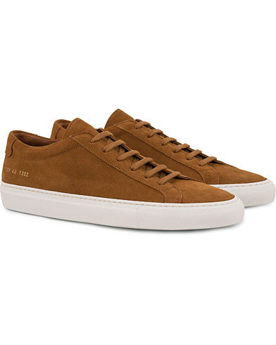 Common Projects Achilles Sneakers Tan Suede i gruppen Sko / Sneakers / Sneakers med lavt skaft hos Care of Carl (14840611r)
