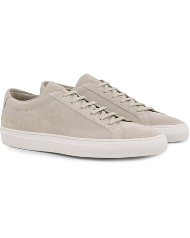 Common Projects Achilles Sneakers Light Grey Suede i gruppen Skor / Sneakers / Låga sneakers hos Care of Carl (14841011r)