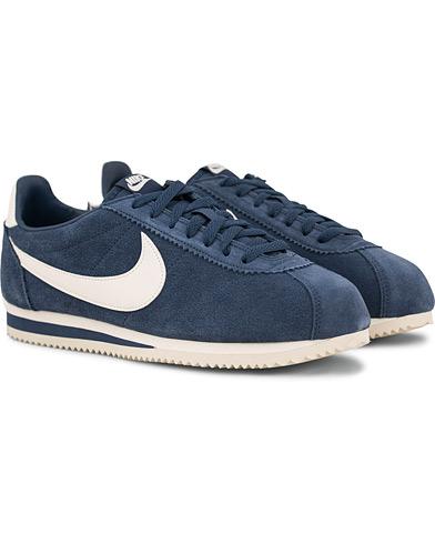 Nike Cortez Suede Sneaker Navy i gruppen Sko / Sneakers / Sneakers med lavt skaft hos Care of Carl (14850511r)