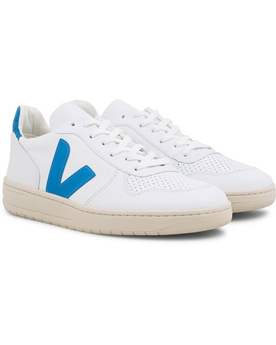 Veja V-10 Leather Sneaker Extra White/Swedish Blue i gruppen Sko / Sneakers hos Care of Carl (14864111r)