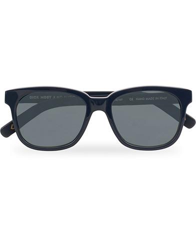 NN07 Dick Moby Sunglasses Navy  i gruppen Accessoarer / Solglasögon / D-formade solglasögon hos Care of Carl (14933610)