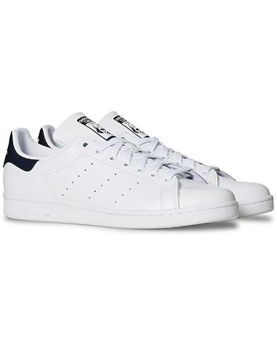 adidas Originals Stan Smith Leather Sneaker White/Navy i gruppen Sko / Sneakers / Sneakers med lavt skaft hos Care of Carl (14979211r)