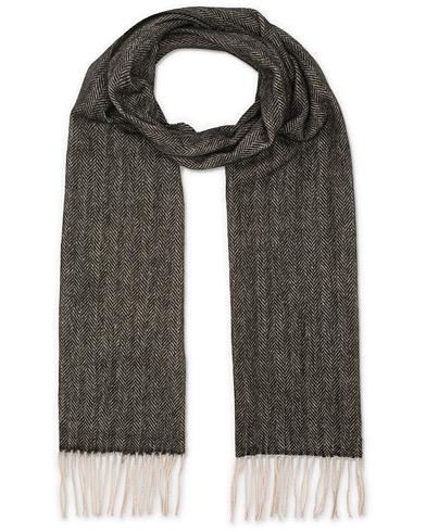 Amanda Christensen Merino Wool Herringbone Scarf Black  i gruppen Tilbehør / Halstørklæder hos Care of Carl (14981910)