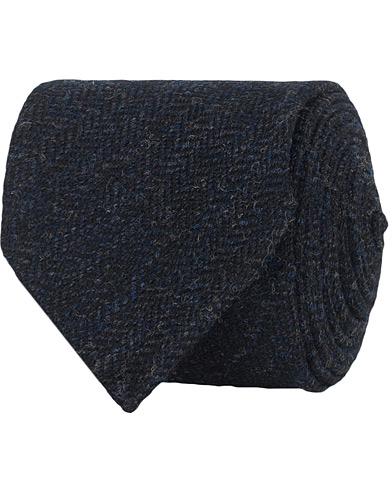 Drake's Wool Herringbone 8 cm Tie Navy  i gruppen Accessoarer / Slipsar hos Care of Carl (15003210)