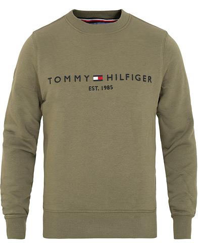 Tommy Hilfiger Logo Crew Neck Sweatshirt Dusty Olive i gruppen Klær / Gensere / Sweatshirts hos Care of Carl (15032111r)