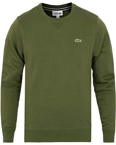 Lacoste Crew Neck Sweatshirt Boscage i gruppen Klær / Gensere / Sweatshirts hos Care of Carl (15036011r)
