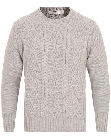 Inis Meáin Aran Knitted Crew Neck Sweater Light Grey i gruppen Tøj / Trøjer / Strikkede trøjer hos Care of Carl (15084411r)