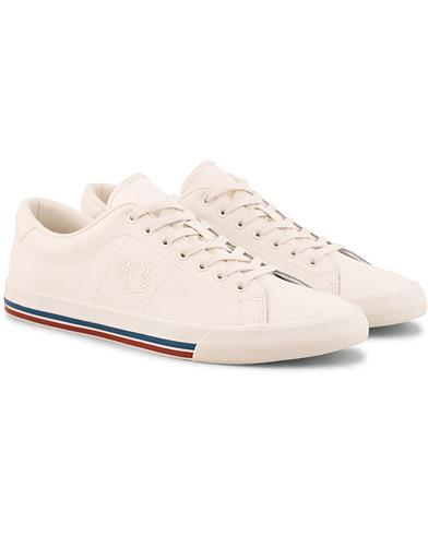 Fred Perry Underspine Leather Sneaker Off White i gruppen Sko / Sneakers / Sneakers med lavt skaft hos Care of Carl (15085011r)
