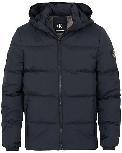 Calvin Klein Jeans Down Hooded Jacket Night Sky i gruppen Klær / Jakker / Dunjakker hos Care of Carl (15093811r)