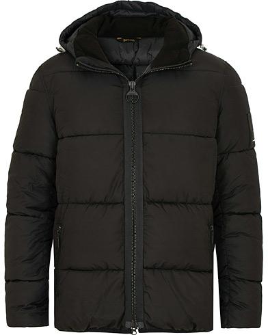 Barbour International Soot Puffer Quilt Hooded Jacket Black i gruppen Klær / Jakker / Dunjakker hos Care of Carl (15099311r)