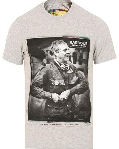 Barbour International Steve McQueen Laughter Tee Grey i gruppen Klær / T-Shirts / Kortermede t-shirts hos Care of Carl (15102011r)
