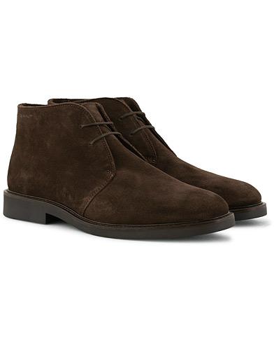 GANT Spencer Chukka Boot Dark Brown Suede i gruppen Sko / Støvler / Chukka boots hos Care of Carl (15105811r)