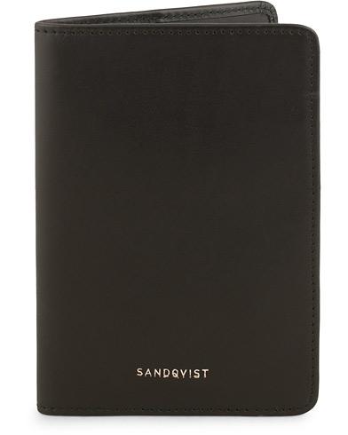 Sandqvist Malte Vegetable Tanned Leather Passport Wallet Black  i gruppen Accessoarer / Plånböcker / Reseplånböcker hos Care of Carl (15140710)