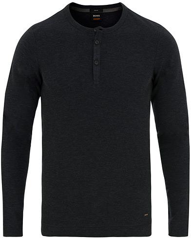BOSS Casual Trix Grandpa Sweater Dark Blue i gruppen Klær / Gensere / Bestefartrøyer hos Care of Carl (15155311r)