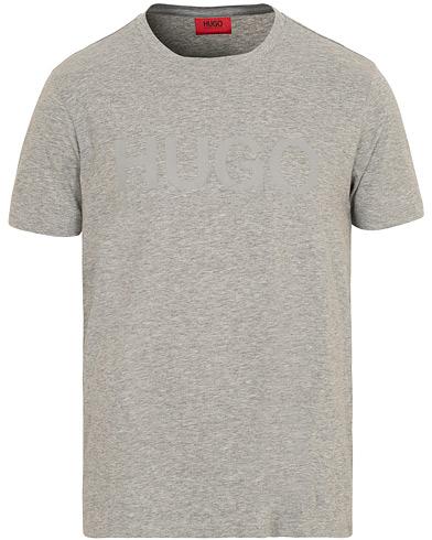 HUGO Dolive Crew Neck Tee Grey i gruppen Tøj / T-Shirts / Kortærmede t-shirts hos Care of Carl (15160811r)