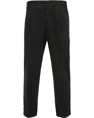 The Gigi Santiago Soft Cotton Pleated Trousers Black i gruppen Klær / Bukser / Chinos hos Care of Carl (15164311r)