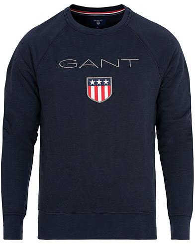 GANT Shield Crew Neck Sweatshirts Evening Blue i gruppen Kläder / Tröjor / Sweatshirts hos Care of Carl (15209211r)