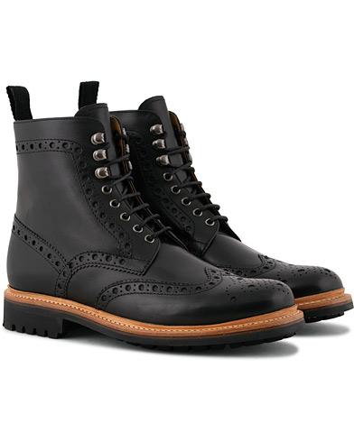 Grenson Fred Commando Boot Black Calf i gruppen Skor / Kängor / Snörkängor hos Care of Carl (15245511r)