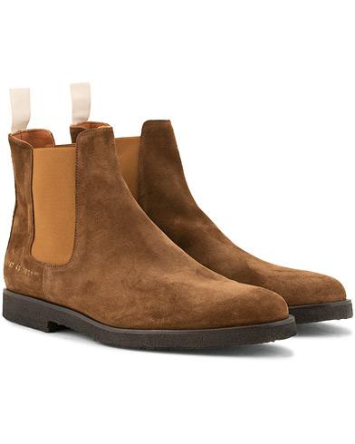 Common Projects Chelsea Boot Dark Brown Suede i gruppen Sko / Støvler / Chelsea boots hos Care of Carl (15251211r)