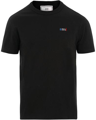 AMI Logo Tricolor Tee Black i gruppen Klær / T-Shirts / Kortermede t-shirts hos Care of Carl (15497411r)